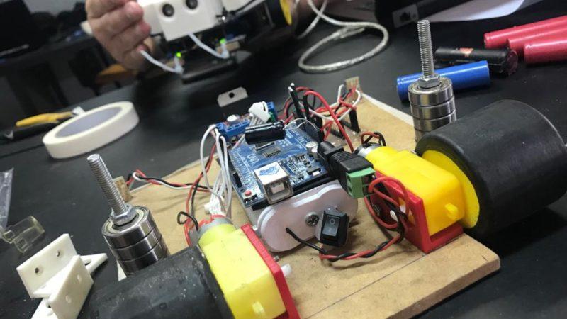 A Teoria do Caos e o Movimento Maker a Partir do Ensino da Robótica Alternativa.